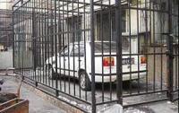 Китайски неволи: кола в клетка и крадци, които оставят бележки