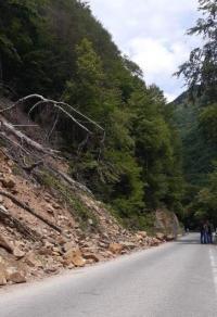 Започна укрепването на срутищата на пътя за Рилския манастир